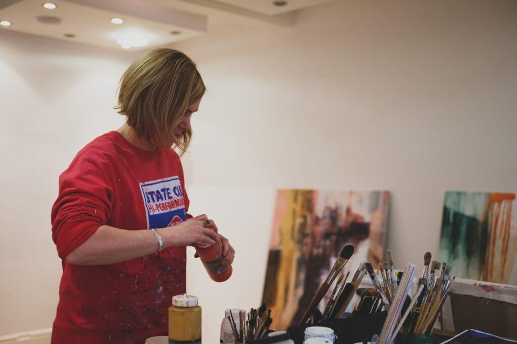 Artist Kerri Pratt